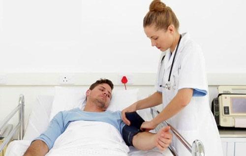 Việc khám và tư vấn nam khoa sẽ giúp nam giới phát hiện vả điều trị bệnh kịp thời
