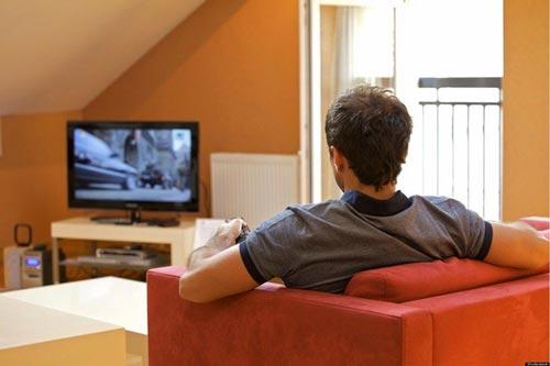 Xem tivi quá nhiều là ly do ảnh hưởng sinh lý