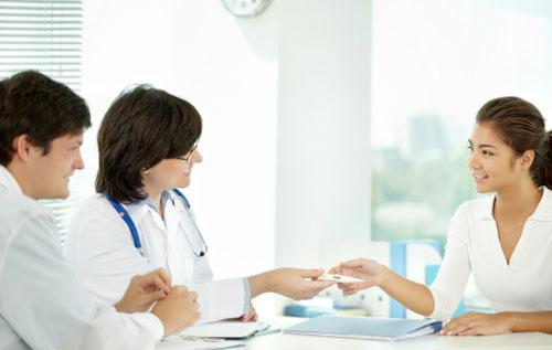 Nữ giới cầm sớm thăm khám và điều trị ngứa phụ khoa càng sớm càng tốt