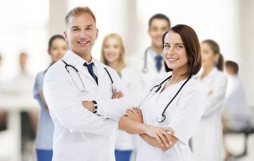 Đội ngũ y bác sĩ tài ba, nhiều kinh nghiểm đảm bảo hỗ trợ điều trị lậu hiệu quả