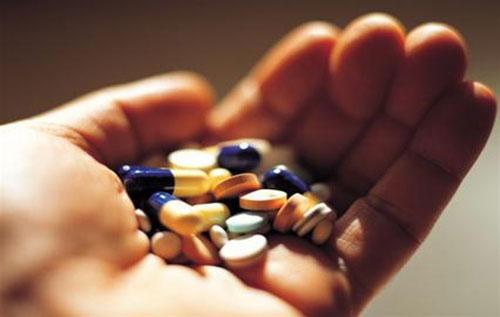 Thuốc kháng sinh hỗ trợ chữa bệnh sùi mào gà