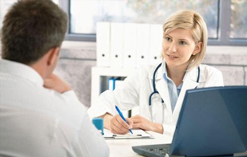 Thăm khám và điều trị bệnh kịp thời ngay khi phát hiện triệu chứng bệnh lậu ở miệng.