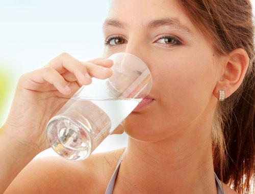dấu hiệu bệnh tiểu đường - thường xuyên khát nước