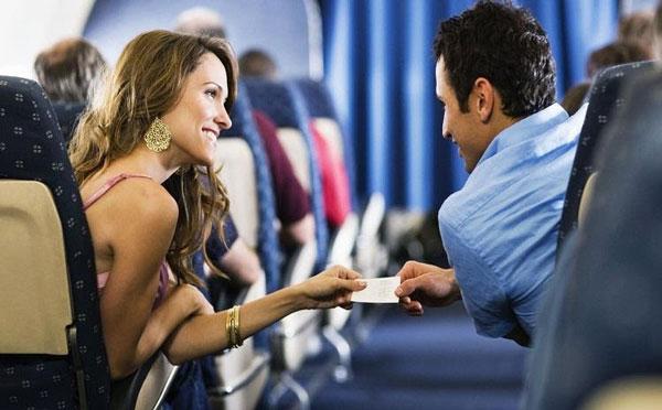 Dù trong hoàn cảnh nào bạn cũng có thể làm quen với một người mới là cách bắt chuyện với gái
