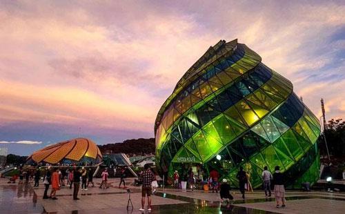 Quảng trường Lâm Viên – Với những gốc chụp ảo đến vi diệu