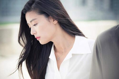 Phụ nữ 30 luôn biết rằng tình yêu đôi lứa cần xuất phát từ tình yêu bản thân.