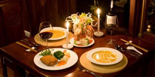 Một bữa tối lãng mạn sẽ là quà tặng cho người yêu nam độc đáo và ý nghĩa. - tặng quà sinh nhật cho người yêu nam