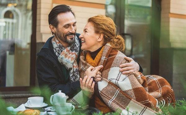 Tình yêu sẽ khiến bạn khỏa lấp đi sự cô đơn khi tìm bạn đời tuổi trung niên