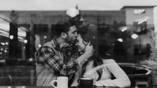 Tình yêu của họ không ồn ào, phô trương