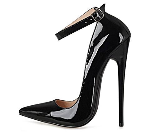 Mang giày cao gót có gây vô sinh không